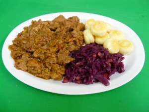 Goulash with dumplings and red cabbage